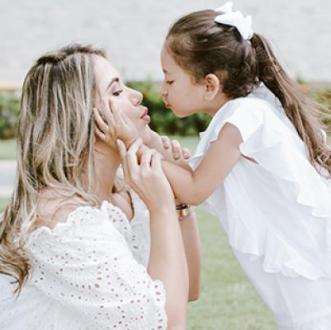Dayana Y Paula Elena, Madre...