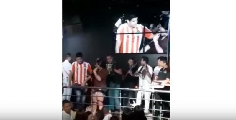 Fan Manoseó Al Hijo De Diomedes, Elder Dayán Díaz