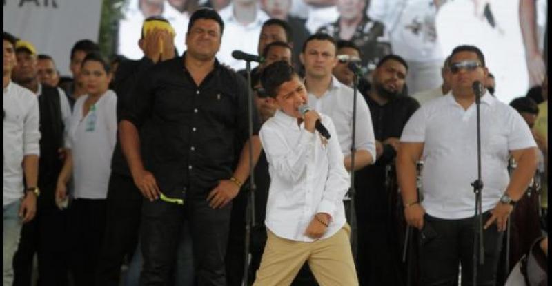 Martincito Compone Y Canta Conmovedora Canción A Su Papá