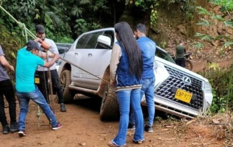Nelson Velásquez Sufre Accidente En Su Camioneta