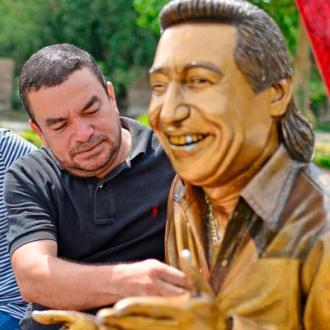 Historia De La Estatua -...