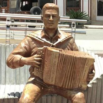 El Rey Vallenato Julián Mojica, se ganó un monumento en...