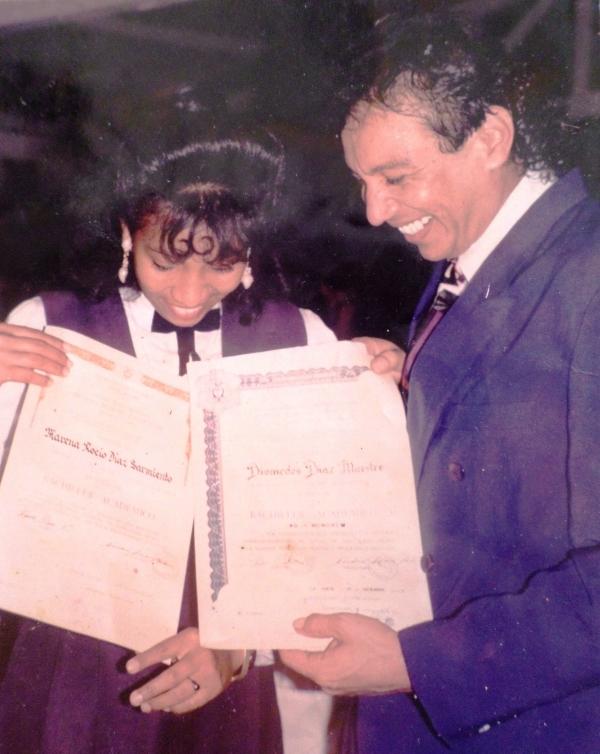 Marena se gradu� de bachiller con su pap� Diomedes D�az