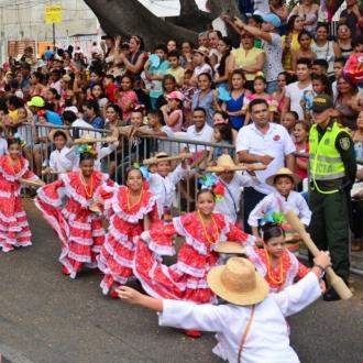 Piloneros infantiles dieron la bienvenida al 50º Festival...