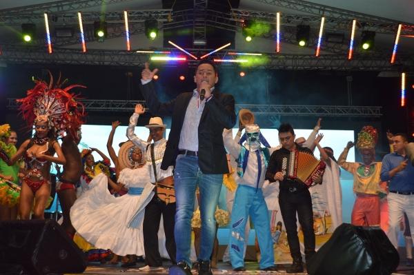 Majestuoso homenaje a Jorge Celedón en el Festival Francisco El Hombre en Riohacha