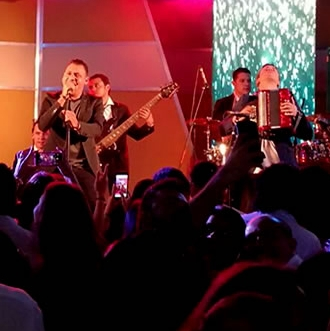 Jean Carlos Centeno cantar� el himno en partido de Colombia...