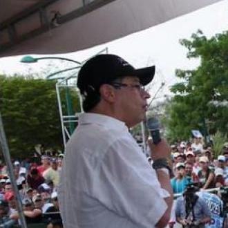 Gustavo Petro Arremetió...